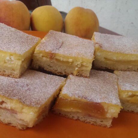 Túrós-barackos pite (kelt tésztás sütemény)