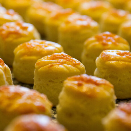 Omlós vajas-sajtos pogácsa