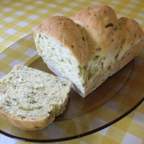 Fehérboros-medvehagymás kalács/kenyér