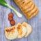 Töltött kenyér (zöldhagymás-kolbászos-sajtos)